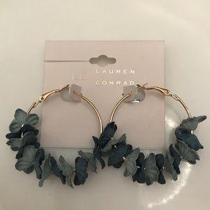 BNWT blue flower earrings